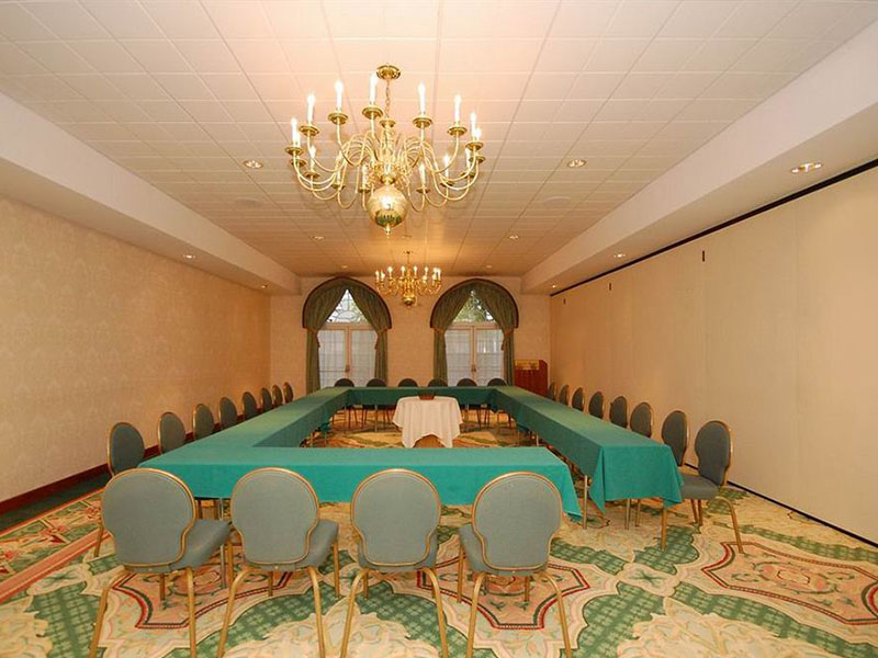 Meeting room at Best Western Plus Inn of Hampton